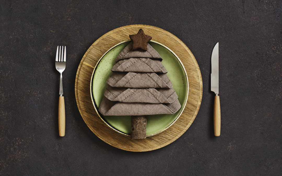 22 Awesome Christmas Place Setting & Dinnerware Ideas Using Everyday Dishes