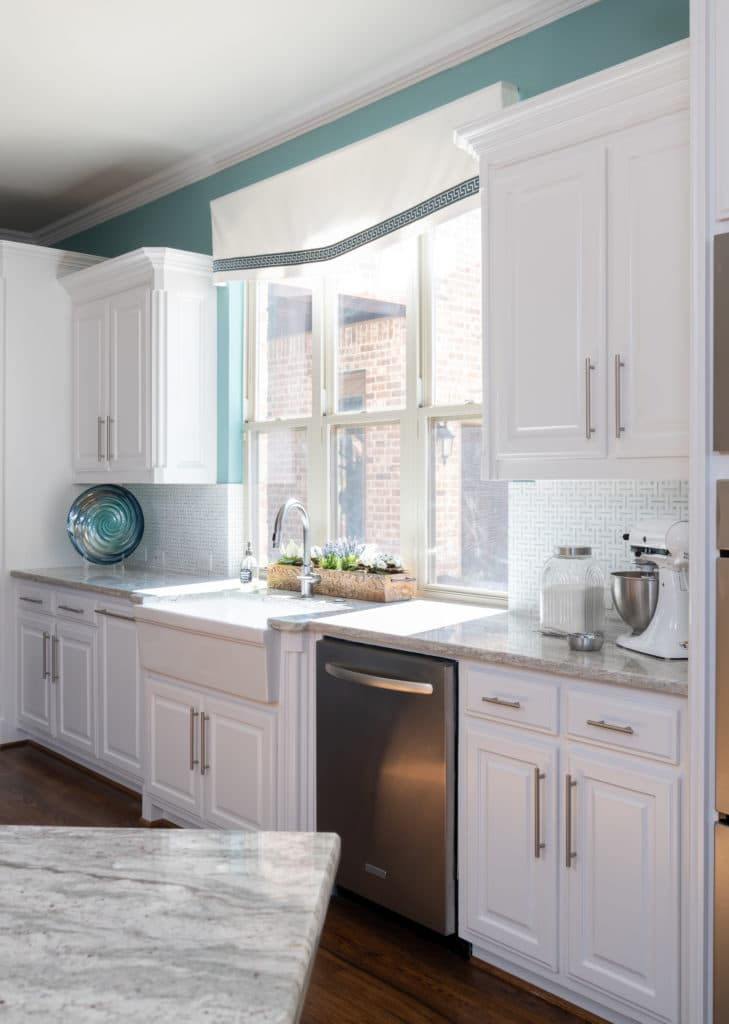 A Light Modern Kitchen Design With White Cabinets and Gray Cabinets, Light To Dark Kitchen Before and After, Kitchen Backsplash Ideas, Kitchen Counter Ideas, Dark Kitchen Renovation Ideas, How To Modernize A Kitchen, Kitchen Remodel Ideas, Kitchen Remodel Near Me, Kitchen Remodel Cost, Kitchen Remodel, Kitchen Remodeling, Average Kitchen Remodel Cost, Kitchen Remodel Before and After, Kitchen Remodeling Contractors, How Much Does It Cost To Remodel A Kitchen, Kitchen and Bath Remodeling, How Much To Remodel A Kitchen, Dallas Kitchen Designer, Kitchen Designers in Dallas TX, Dallas TX Kitchen Remodel, Interior Design Blogger, Interior Designers In Dallas, NKBA Kitchen Designers In Dallas TX
